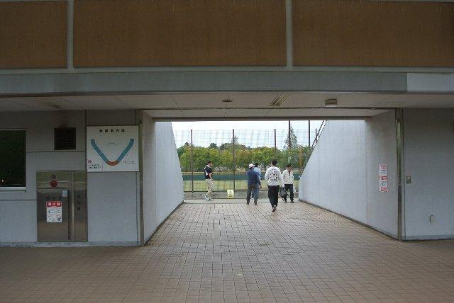 この入口はコンコースから階段を上がらずに、内野席下段に直結する方の入口