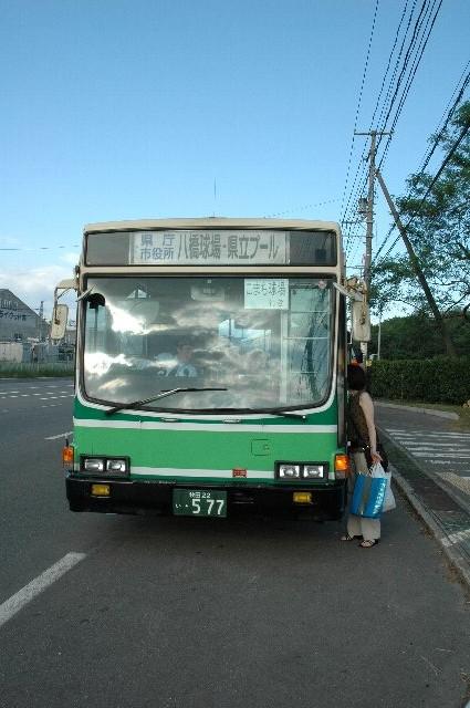 秋田中央交通バス「県庁市役所経由 県立プール」行です。
