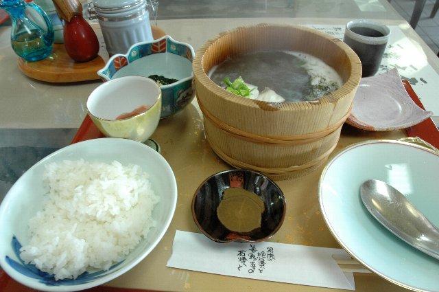 秋田市街からは遠いですが、是非男鹿半島の石鍋をご賞味あれ!