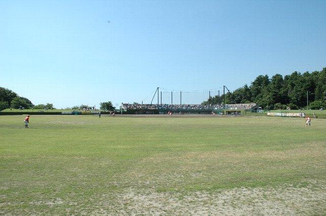水田地帯の高台に作られた球場なので、遮るモノが全くない。