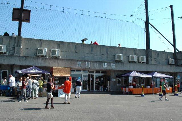 地方の小球場で開催した割には露店が多く出て、賑わいを見せていました。