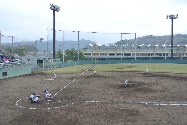 奥の陸上競技場では、JFLクラスのサッカー公式戦が開催されることがあるようです。