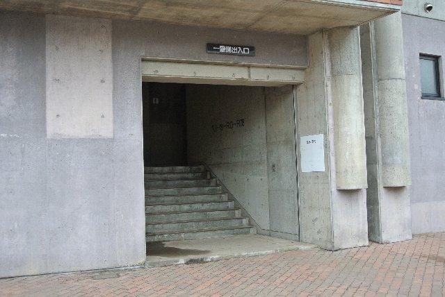 このような入口が、他に三箇所ある。