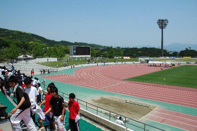 静岡県の陸上競技大会が開催されていて、高校生が沢山来ていました。サッカーのプレシーズンマッチもここで開催されるのでしょう。