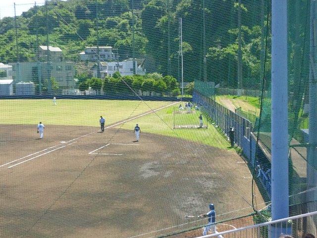 もともと試合数が少ない球場であるため、特にビジター側の設備が十分とは言えない。