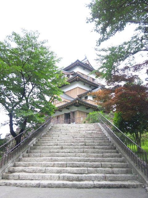 昭和建築の香りが強いお城ではあるが、市街地にある数少ない観光地であるため立ち寄ってみました。