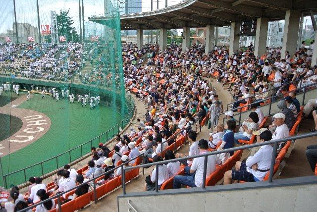 高校野球で使用されることが多いので、酷暑時、悪天候時の備えは必要かと。