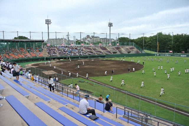 収容客数が少ないので、ここでベスト16以降の試合を開催したら大変なことになりそうです。