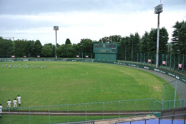 市街地にある割に緑豊かな球場という印象を受けました。