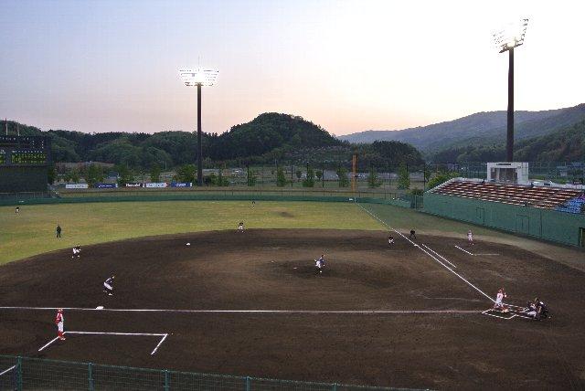 フェニスタ初観戦の機会を得たのは嬉しいが、この季節、福井でナイターは正直寒すぎる。