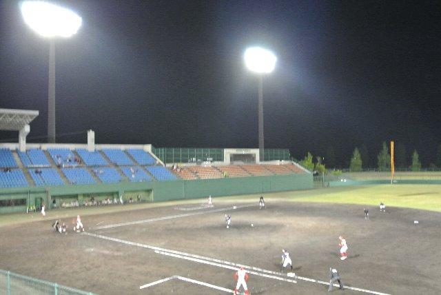 内野スタンドの傾斜が十分にあり、どこからでも試合がよく見れます。