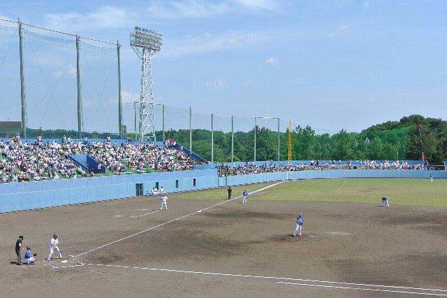 ファーム公式戦で球場が満席となるのは異常、無理矢理動員された中学生達が可哀想だ。