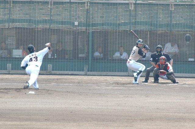 試合の行方はそっちのけで、球場の観察ばかりしてました。