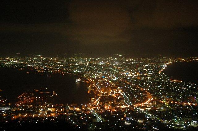五月の連休中は、函館山へ向かう交通機関、函館山頂の混雑、どちらもすごいことになってました(汗)。