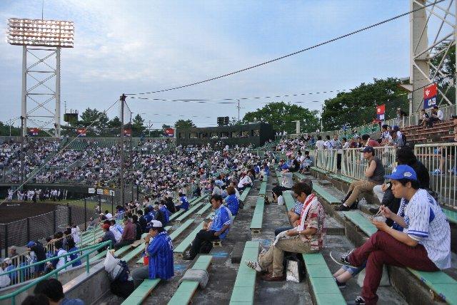 この座席で4000円、浜松ぼったくり球場と言われる所以だ。