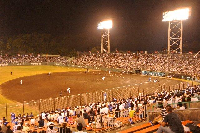 チケット代の高さを嫌われたか、年に一度の試合開催にも関わらず、観客は少なかった。