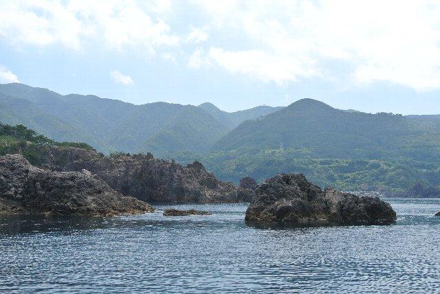 佐渡北部の西海岸には美しい岩礁や奇岩が多く、美しい海の風景を楽しむことができる。
