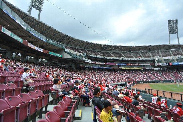 程よい傾斜があり、座席ピッチも広い。観客目線に立った素晴らしいスタジアムです。