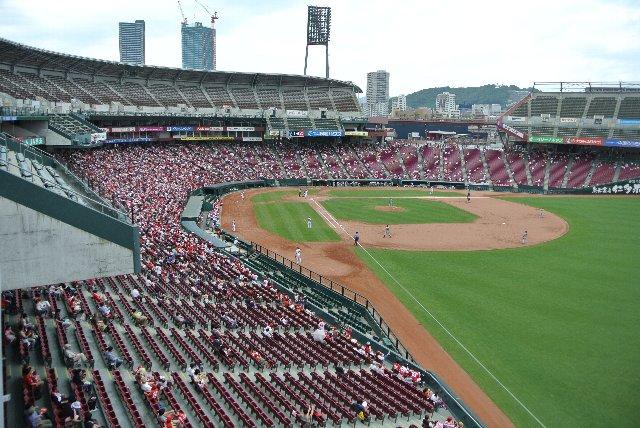 球場全体を見渡せる「展望台」的な箇所が設けられているのも、遊び心いっぱいの球場コンセプトによります。