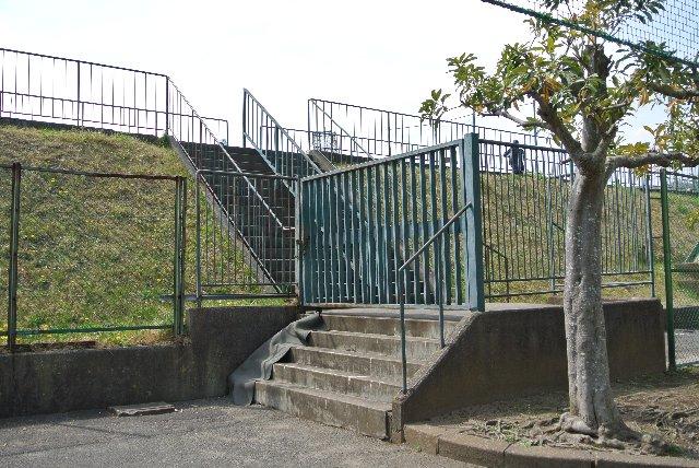 外野席寄りに位置するゲートです。