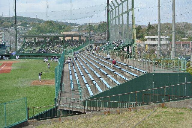 各エリアを巡るために、何度も場外へ出ねばならず、球場フェチ泣かせの球場である。