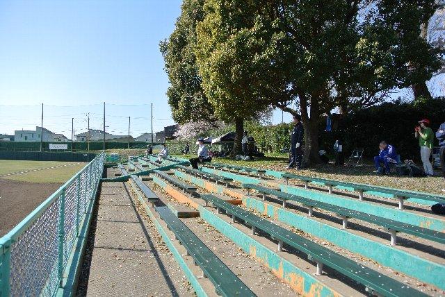 広めに取られたスペースは、次試合に出場する選手たちのアップにも使用されます。