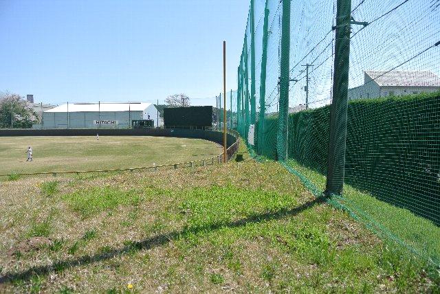 この先に球場出口が一か所あります。