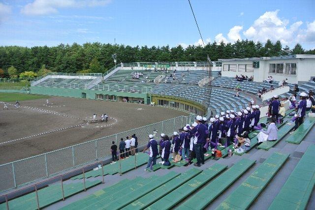 球場が満席になる機会は少ないだろうから、応援団をアルプス席に移動させるまでもないのかな