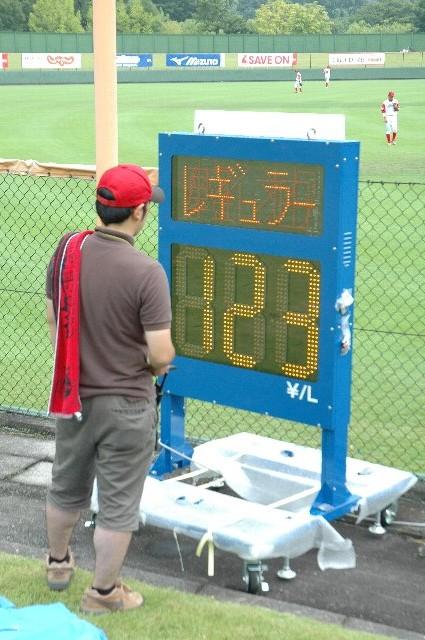 この試合で場内に球速を表示する実験が行われました。その機械とは...。