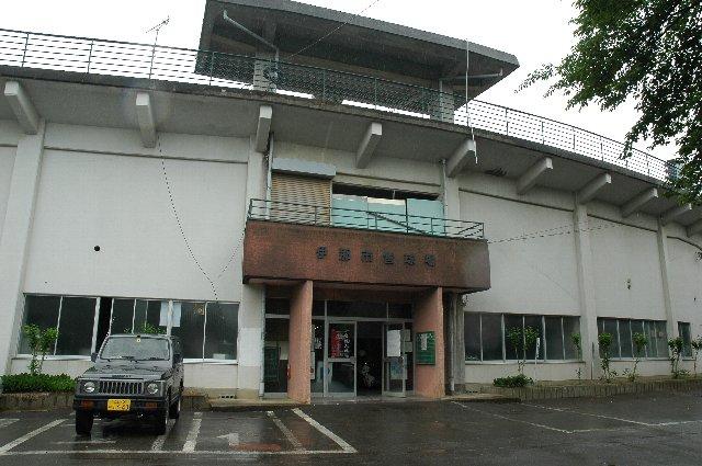 この隣には、何故か県営球場が立地している。何とも不思議な位置関係にある市営球場です。
