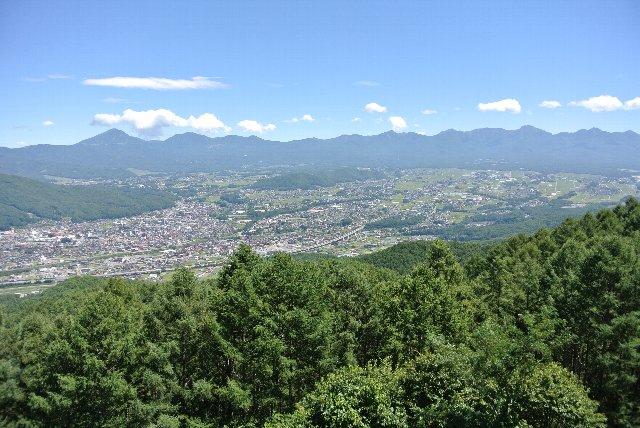 諏訪から山を越えて伊那を目指す場合には、杖突峠を越えていくのも楽しいですよ。