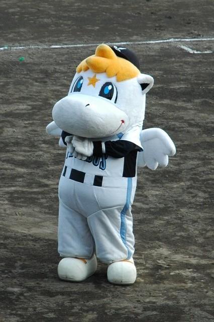 相棒の「雷馬ちゃん」は伊勢崎には現れず。一人でファンサービスに奔走していました。