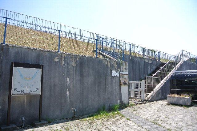 各エリアへのゲートや階段が充実、石川県内にもちゃんとした球場、あるやんか。