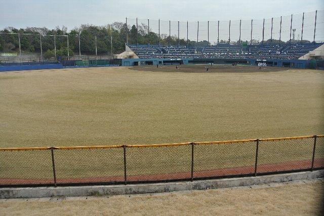 以前、千葉ダービーを開催した時は外野席も開放しましたが、通常の試合では滅多に開放されないようです。