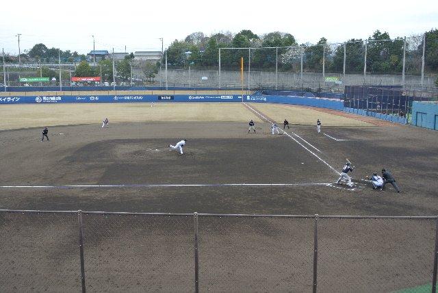 札幌ドームと同様に、鎌ヶ谷も三塁側がホームチームとなっています。