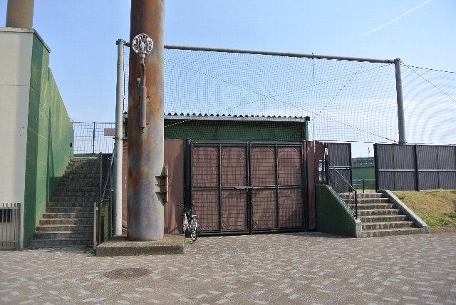 外野スタンドの観戦スペースを設けていないことがわかる