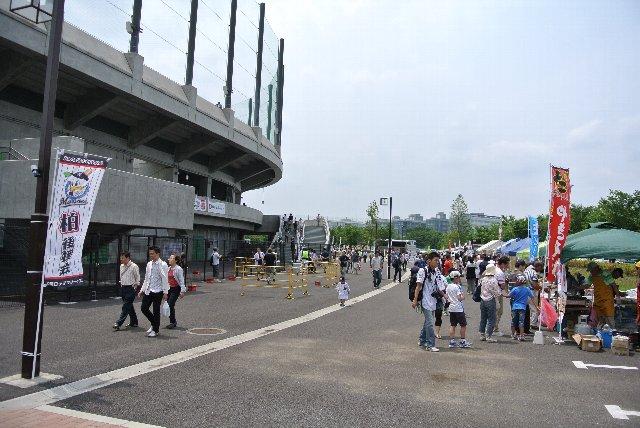 野球場とサッカー場との間に広いスペースがあり、各種イベントが開催可能なスペースとなっている。