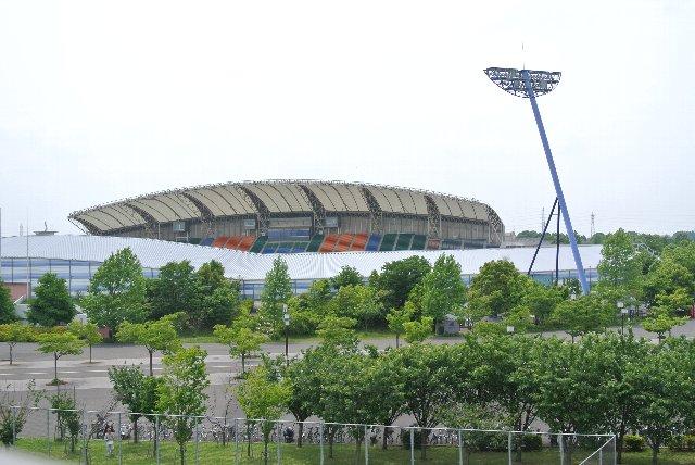 柏の葉公園総合競技場/柏レイソルのメインホームスタジアムとして建設されたが、サポーターの強烈な反対を受けて、2009年以降はホームゲームが開催できずにいる。