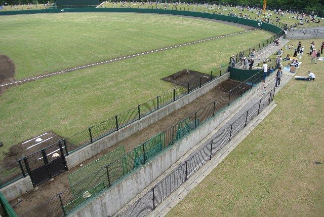 グラウンドの内と外にブルペンがある球場って珍しいと思います。
