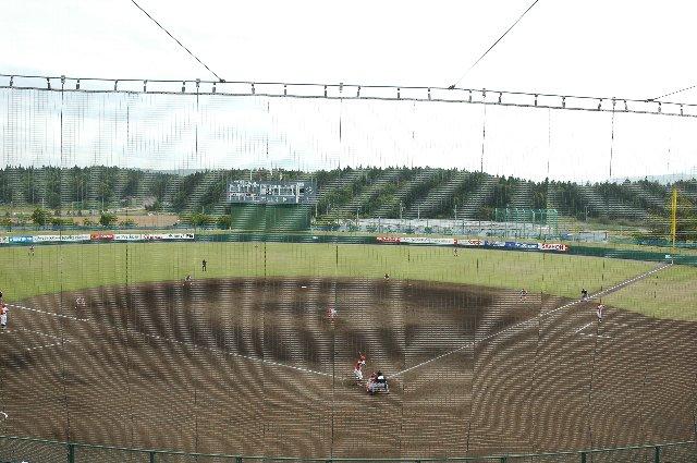 ネットがやはり気になります。この球場のネットは特によく光る。