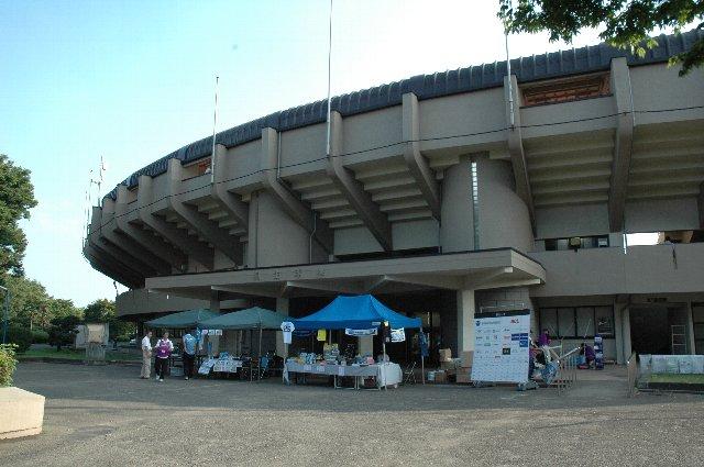 桐生市運動公園内にあり、同公園内には野球場の他、体育館や市民プールが立地する。