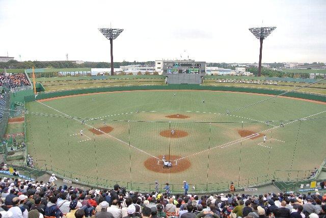 照明塔の形状とか、確かに横浜スタジアムに似ているような、似ていないような。