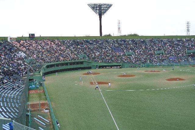 地方球場の割に、収容能力の高いスタジアムであることがわかります。