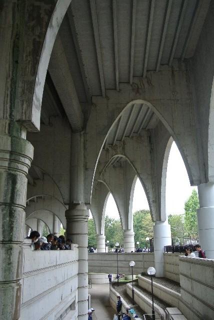 柱のアーチが美しい