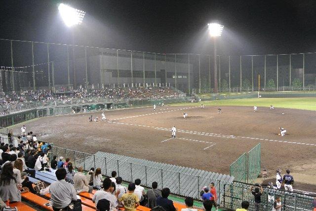 何処の球場でもカクテルライトで浮かび上がるフィールドは美しいものです。
