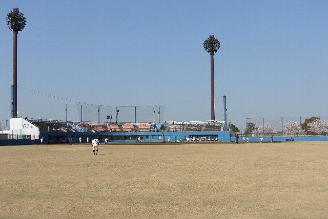 この球場で試合を開催する時は、タダ見客をいかに制限するかがポイントになりそう。