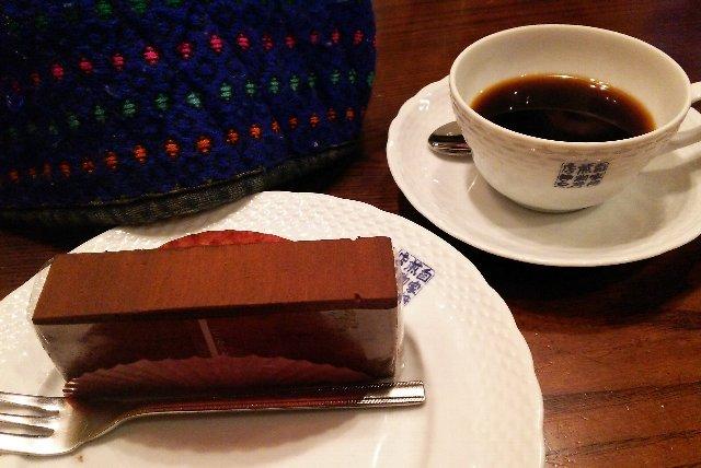 恵理ネエがお薦めの喫茶店まで連れて行ってくれました。