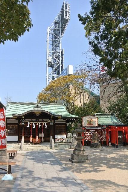 球場裏に神社があるのって珍しい。