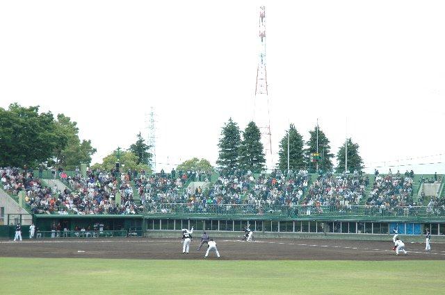 試合の終盤を外野席から見ていましたが、内野芝生席よりも外野席の方が圧倒的に見易いですね。