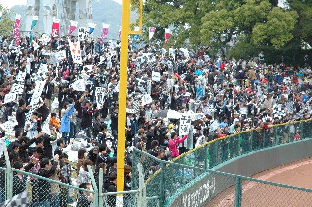 直接見ることが少ない熊本に住むホークスファンの方々にも、賑やかなMarines応援団のインパクトが強かったようです。